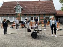 Maadje Kruse an unseren neuen Drumset